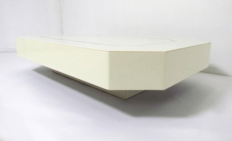 American Low Floating Coffee Table in Acrylic with Brass Trim, circa 1970s For Sale