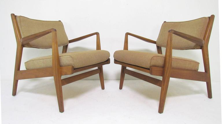 Pair of Mid-Century Lounge Chairs by Jens Risom at 1stdibs