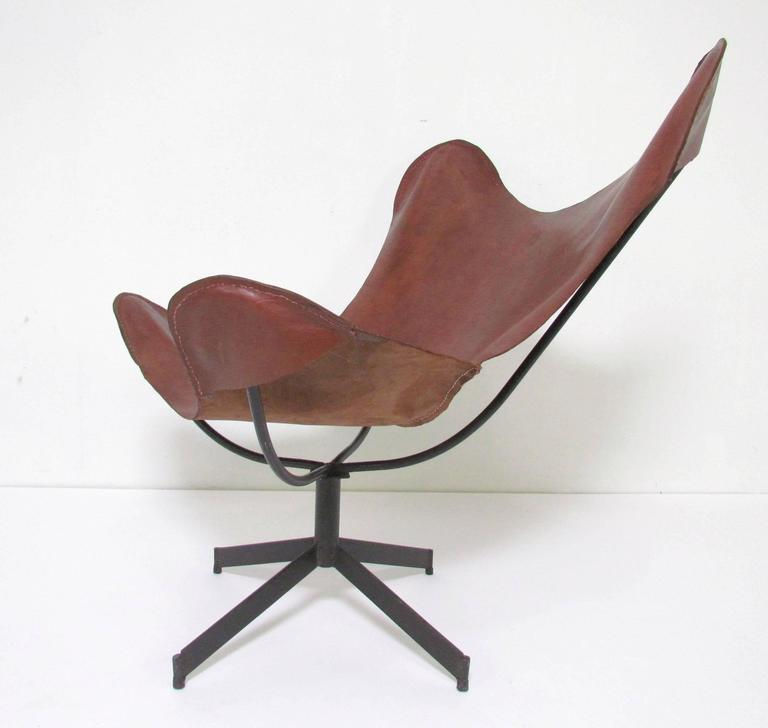 American Swivel Leather Sling Lounge Chair by Leathercrafter, New York, circa 1960s For Sale