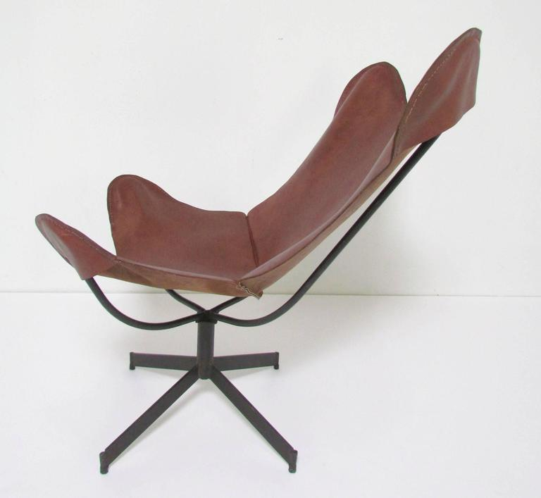 Mid-Century Modern Swivel Leather Sling Lounge Chair by Leathercrafter, New York, circa 1960s For Sale