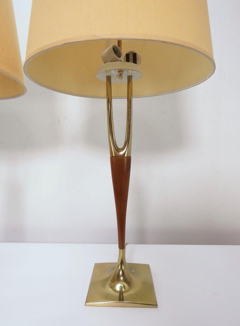 Metal Pair of Laurel Wishbone Table Lamps, circa 1960s For Sale