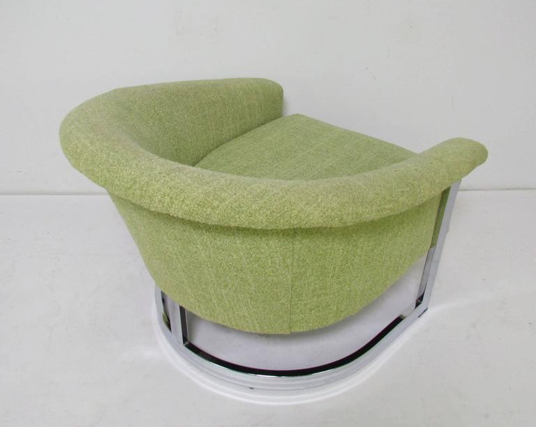 Italian Barrel Lounge Chair with Chrome Frame in the Manner of Milo Baughman In Good Condition For Sale In Peabody, MA