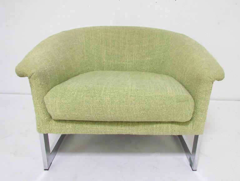 Late 20th Century Italian Barrel Lounge Chair with Chrome Frame in the Manner of Milo Baughman For Sale