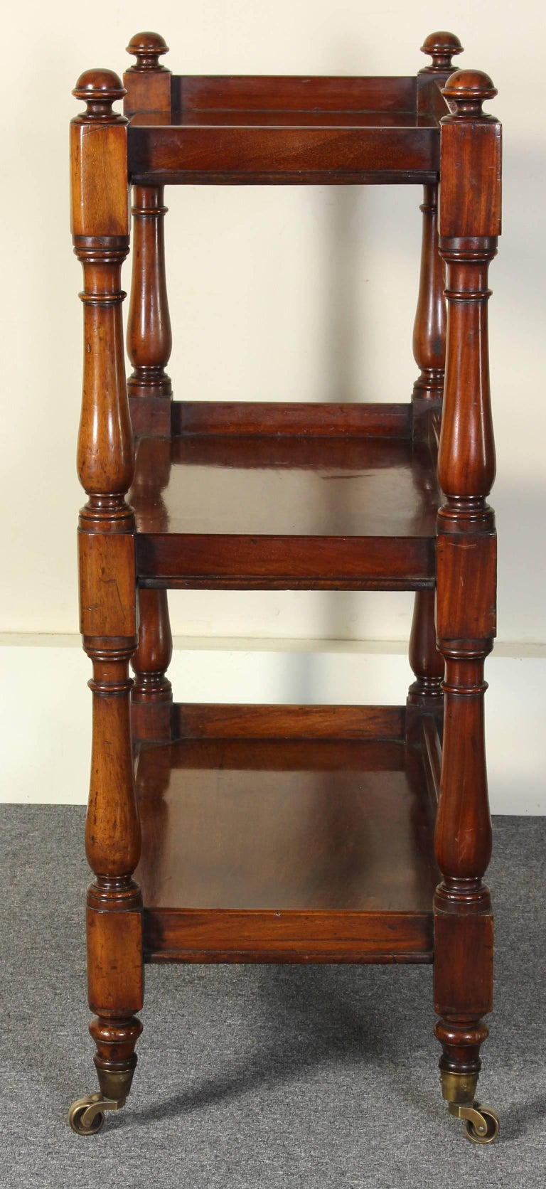 19th Century English Mahogany Trolly or Server In Excellent Condition For Sale In Kilmarnock, VA