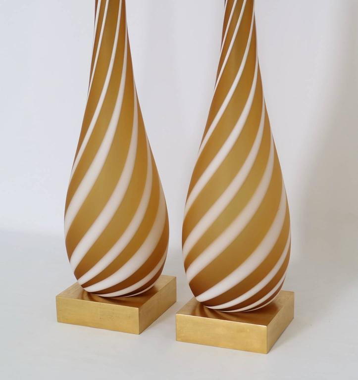 Pair of Murano Glass Lamps in Butterscotch and White In Excellent Condition For Sale In New York, NY