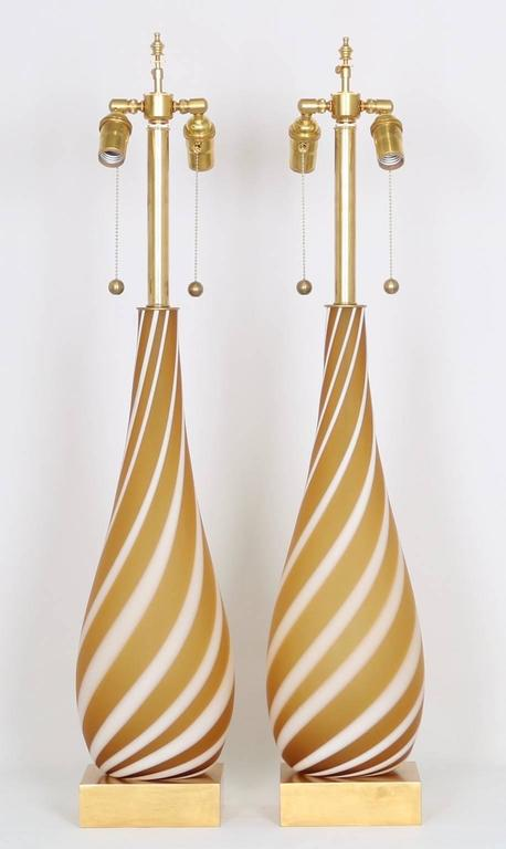 Mid-Century Modern Pair of Murano Glass Lamps in Butterscotch and White For Sale