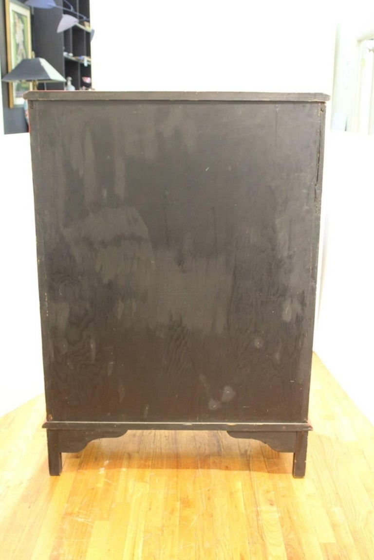 Chinoiserie Cabinet in Red and Black For Sale 4