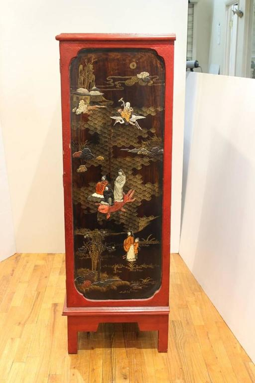 Chinoiserie Cabinet in Red and Black In Good Condition For Sale In New York, NY