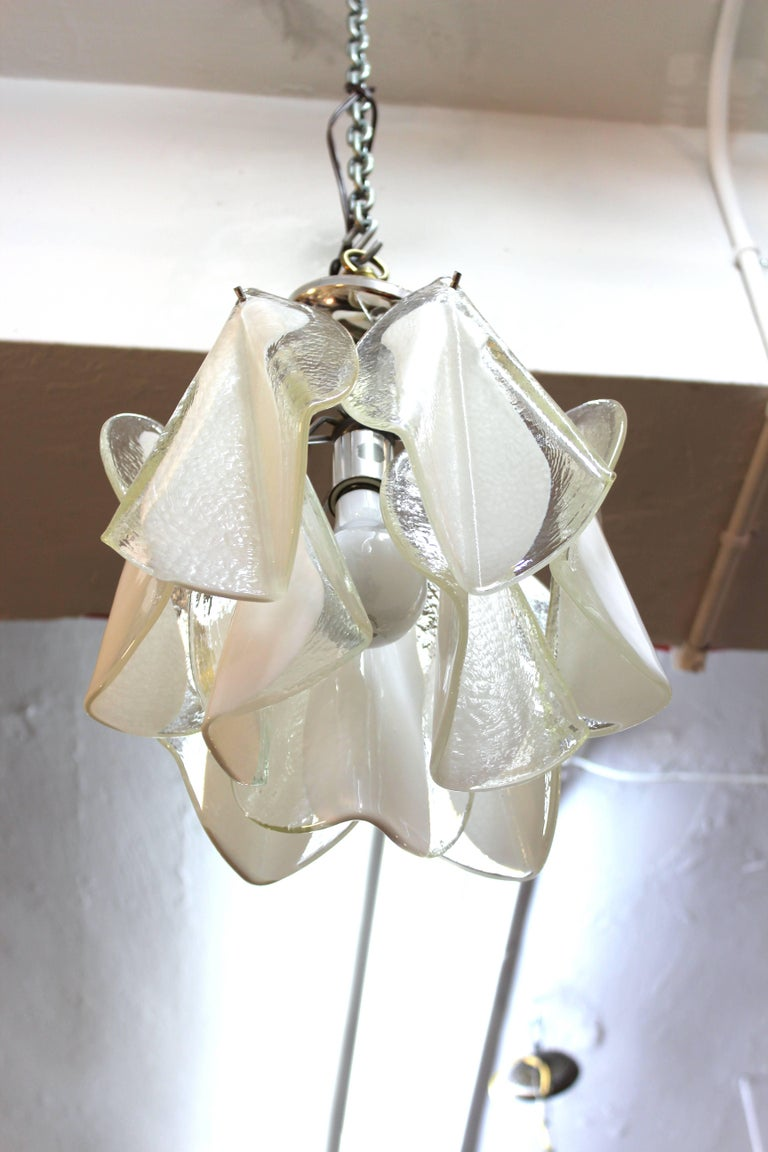 Mid-Century Modern White & Transparent Glass Leaves Chandelier In Good Condition For Sale In New York, NY