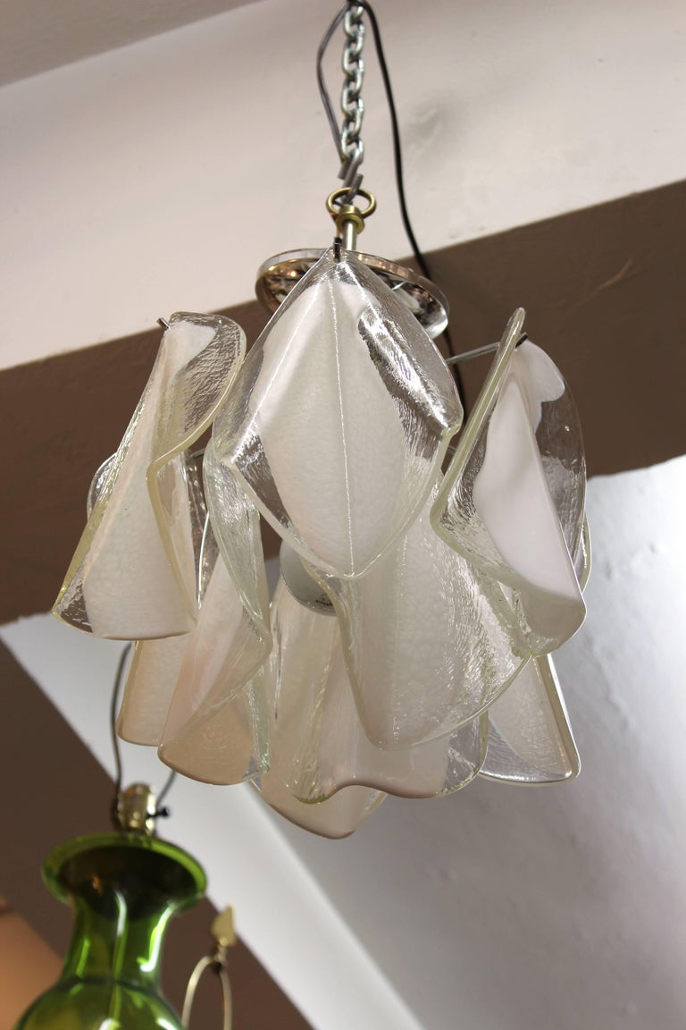 20th Century Mid-Century Modern White & Transparent Glass Leaves Chandelier For Sale