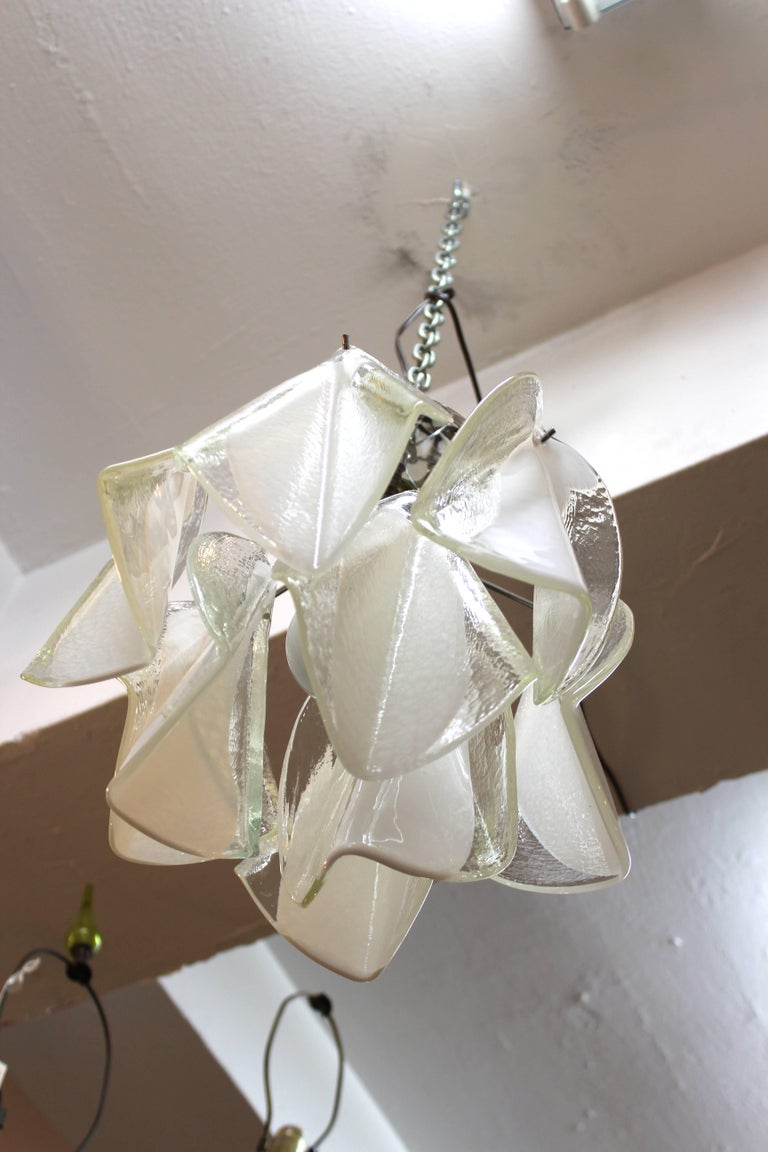 Mid-Century Modern White & Transparent Glass Leaves Chandelier For Sale 1