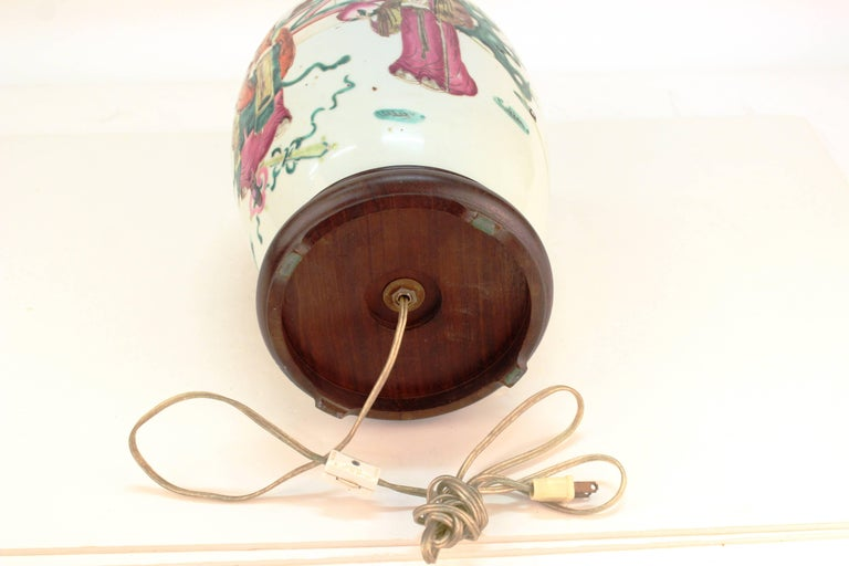 Chinese Famille Rose Porcelain Jar Table Lamp For Sale 4