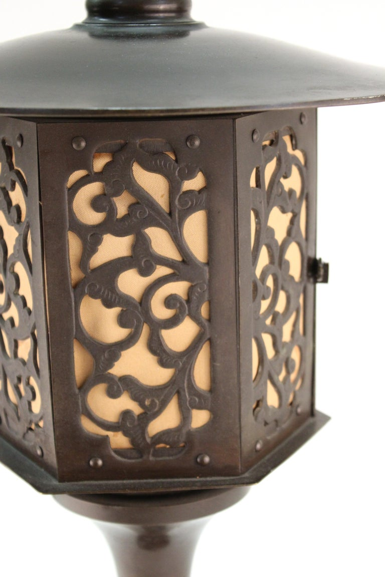 Japanese Meiji Period Bronze Lantern Table Lamp In Good Condition For Sale In New York, NY