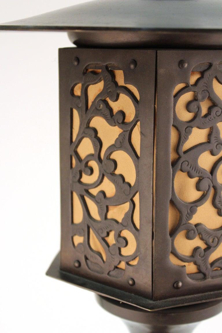 Japanese Meiji Period Bronze Lantern Table Lamp For Sale 5
