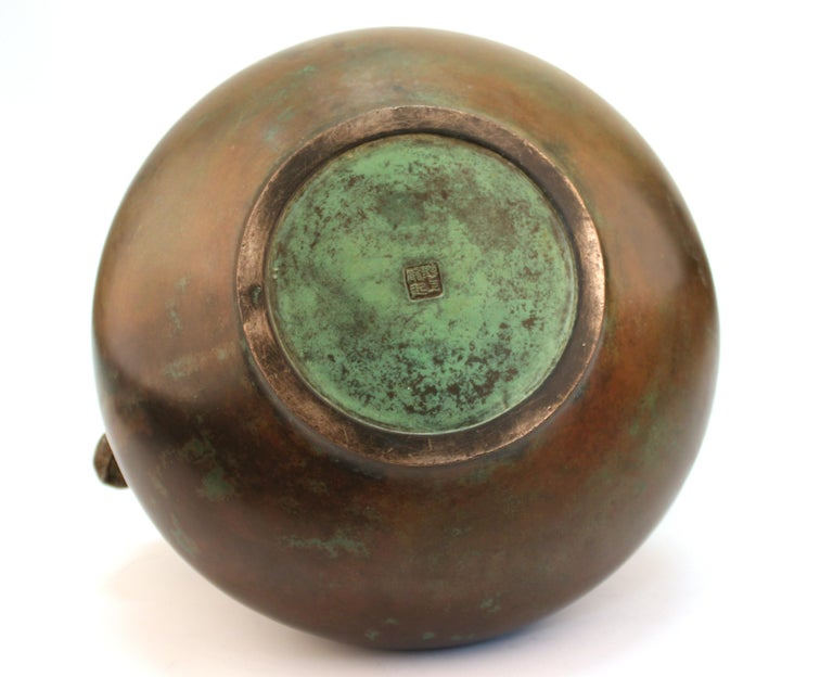 Japanese Meiji Bronze Vase with Sculpted Elephant Handles For Sale 5