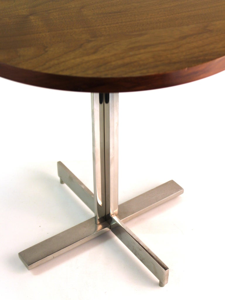 Metal Mid-Century Modern Round Side Table in Style of Hans Eichenberger For Sale
