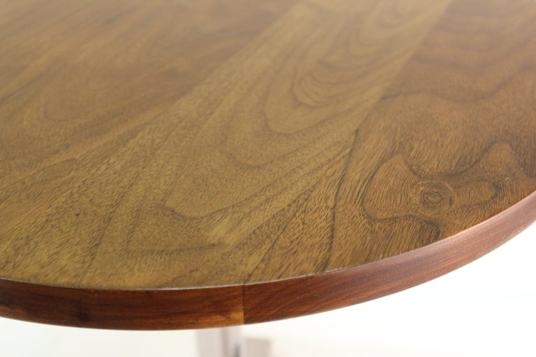 Mid-Century Modern Round Side Table in Style of Hans Eichenberger For Sale 2