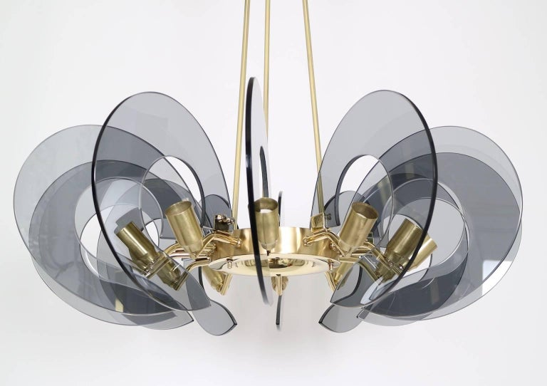 Restored Italian Chandelier in Brass and Blue Glass, Attributed to Fontana Arte In Excellent Condition For Sale In New York, NY