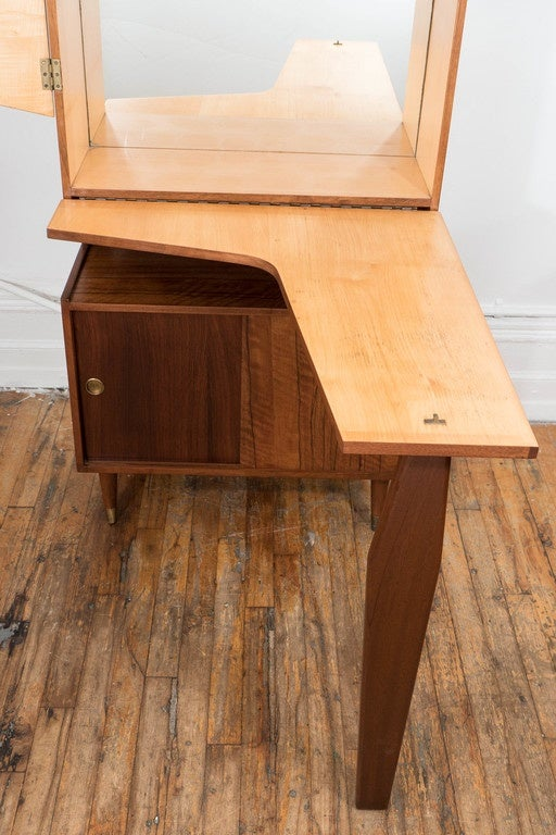 Midcentury Modern Two Tone Wood Bar and Liquor Cabinet 6
