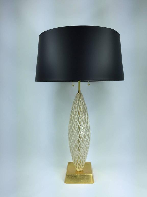 a murano glass table lamp in white and gold by venini at. Black Bedroom Furniture Sets. Home Design Ideas