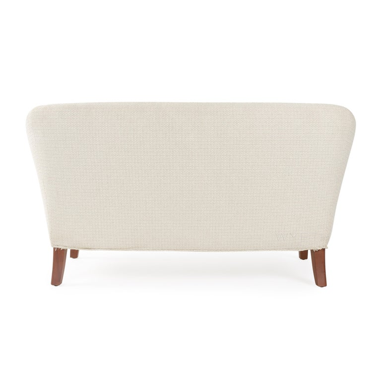 Settee In Good Condition For Sale In New York, NY