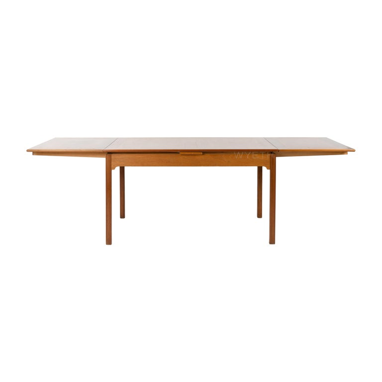 Extending Dining Table In Good Condition For Sale In New York, NY