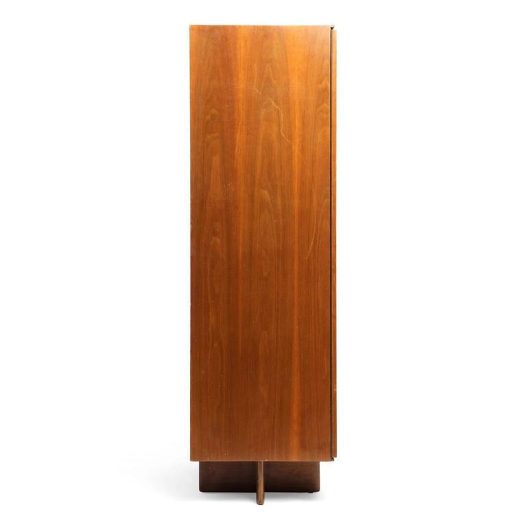 1950s Cherry Wardrobe by Vladimir Kagan for Kagan-Dreyfuss In Good Condition For Sale In Sagaponack, NY