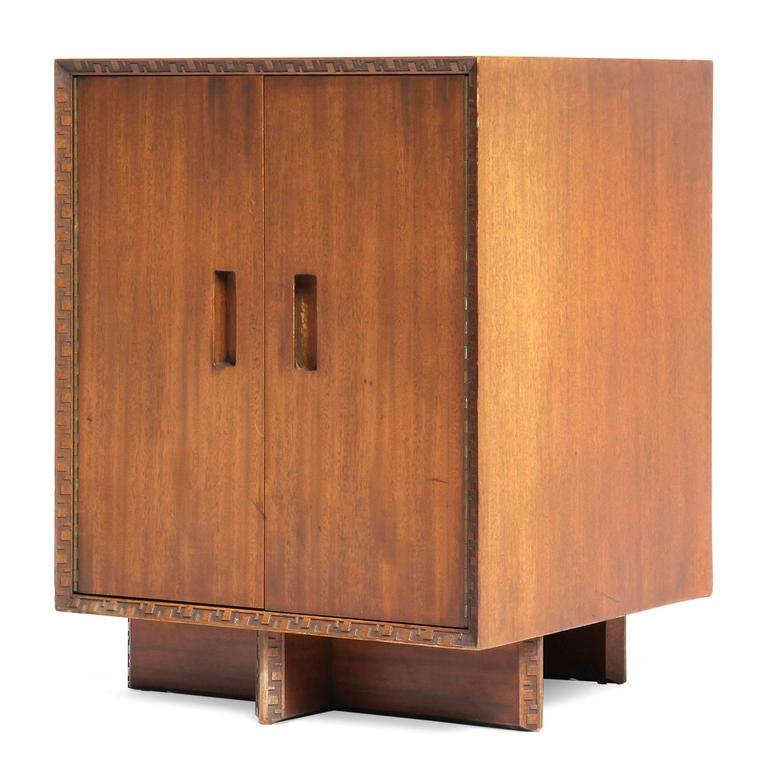 Taliesin cabinet by frank lloyd wright for sale at 1stdibs for Expressive kitchen cabinets