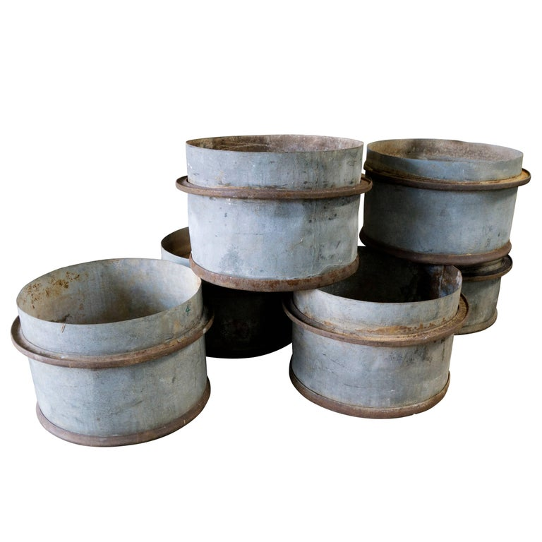 Rustic French Iron Planters, circa 1960 In Good Condition For Sale In Culver City, CA