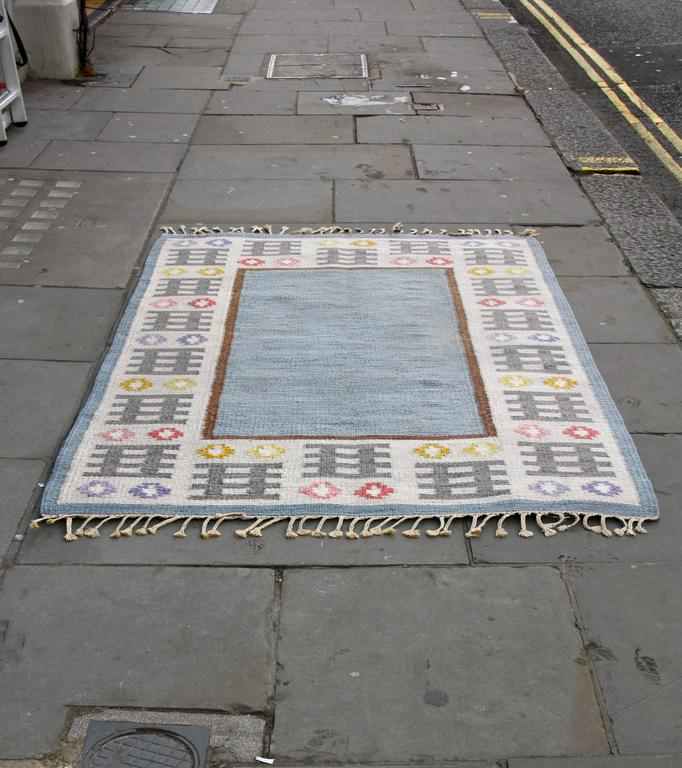 Great Swedish rug signed AW, pure wool and in excellent condition.