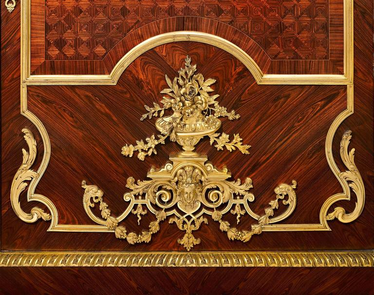 Louis XIV Inspired French Linen Press In Excellent Condition For Sale In New Orleans, LA