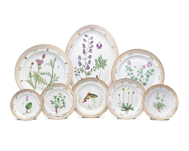 Other 143 Piece Flora Danica Porcelain Dinner Service by Royal Copenhag For Sale