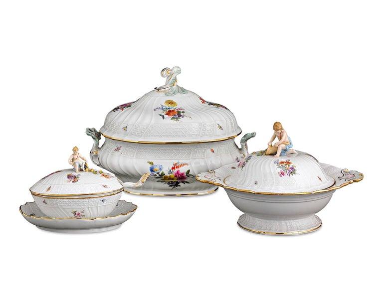 Rococo 184-Piece Meissen Porcelain Dinner Service For Sale