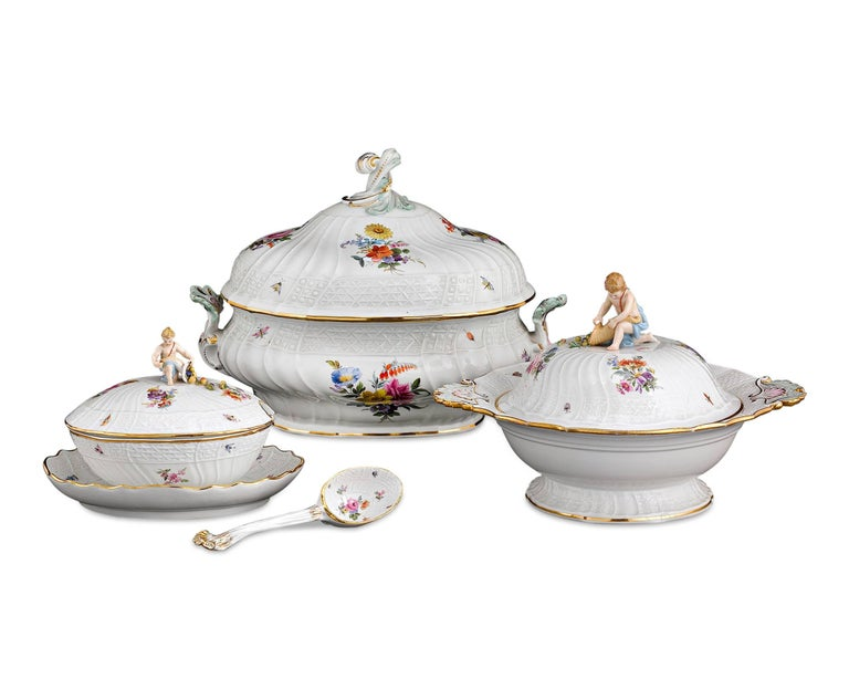 German 184-Piece Meissen Porcelain Dinner Service For Sale