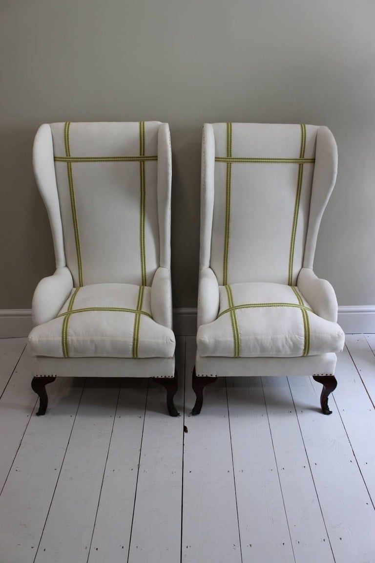 Pair of Early 20th Century Spanish Walnut Wing Armchairs In Excellent Condition For Sale In Gloucestershire, GB