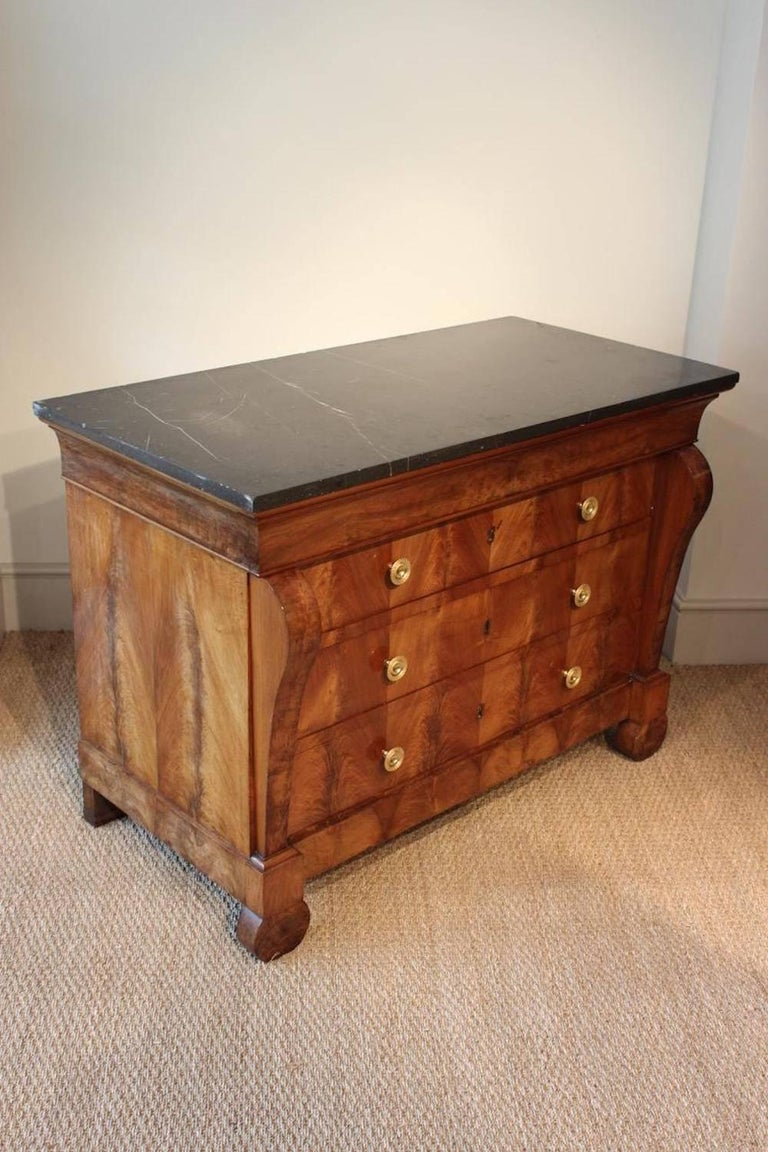Large 19th Century French Restauration Walnut Commode In Excellent Condition For Sale In Gloucestershire, GB