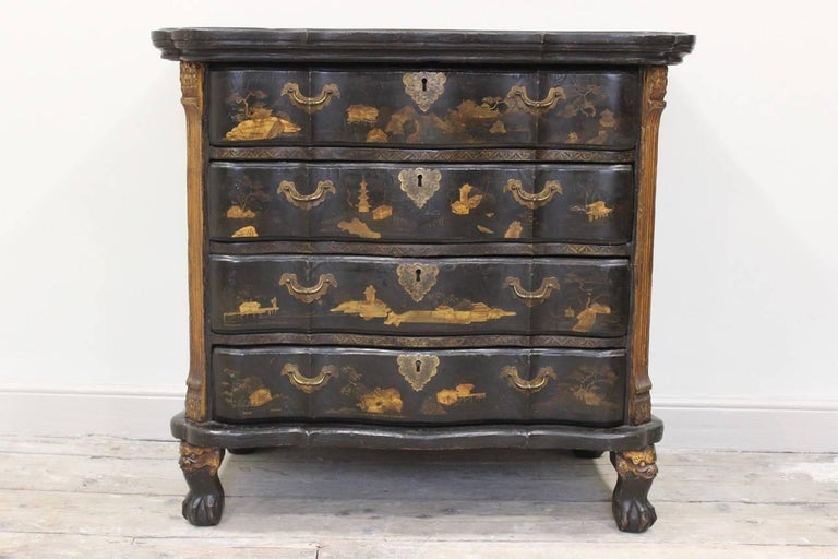 Chinese Export Rare Mid-18th Century Chinese-Export Serpentine Lacquer Commode For Sale