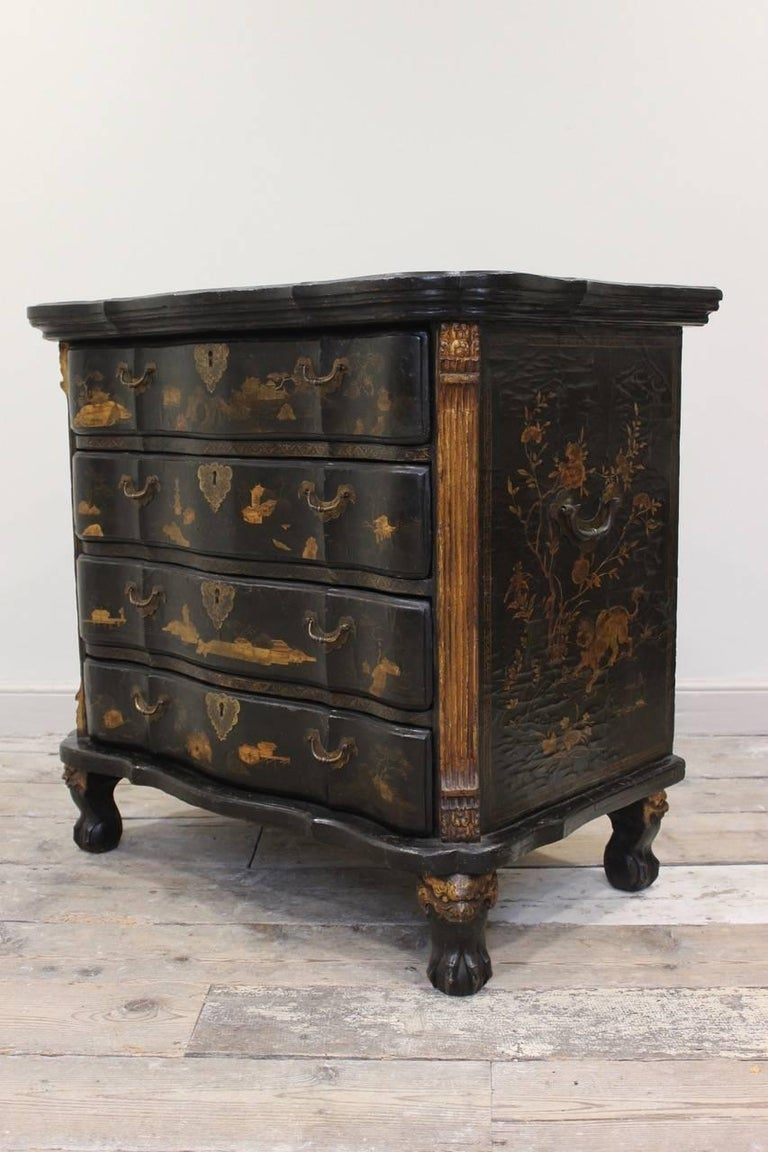 Rare Mid-18th Century Chinese-Export Serpentine Lacquer Commode In Good Condition For Sale In Gloucestershire, GB
