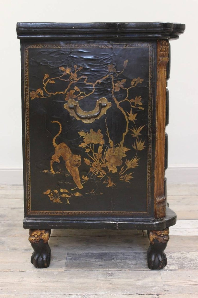 Rare Mid-18th Century Chinese-Export Serpentine Lacquer Commode For Sale 5