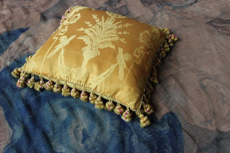 Fine 19th Century French Silk Damask Cushions In Excellent Condition For Sale In Gloucestershire, GB