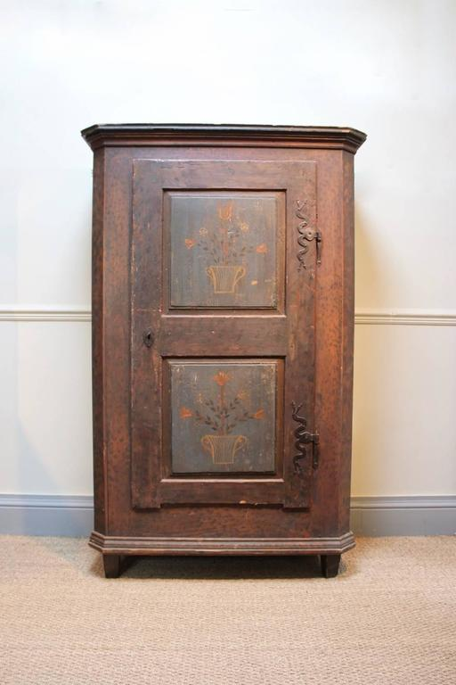 19th Century Austrian Painted Cupboard In Good Condition For Sale In Gloucestershire, GB
