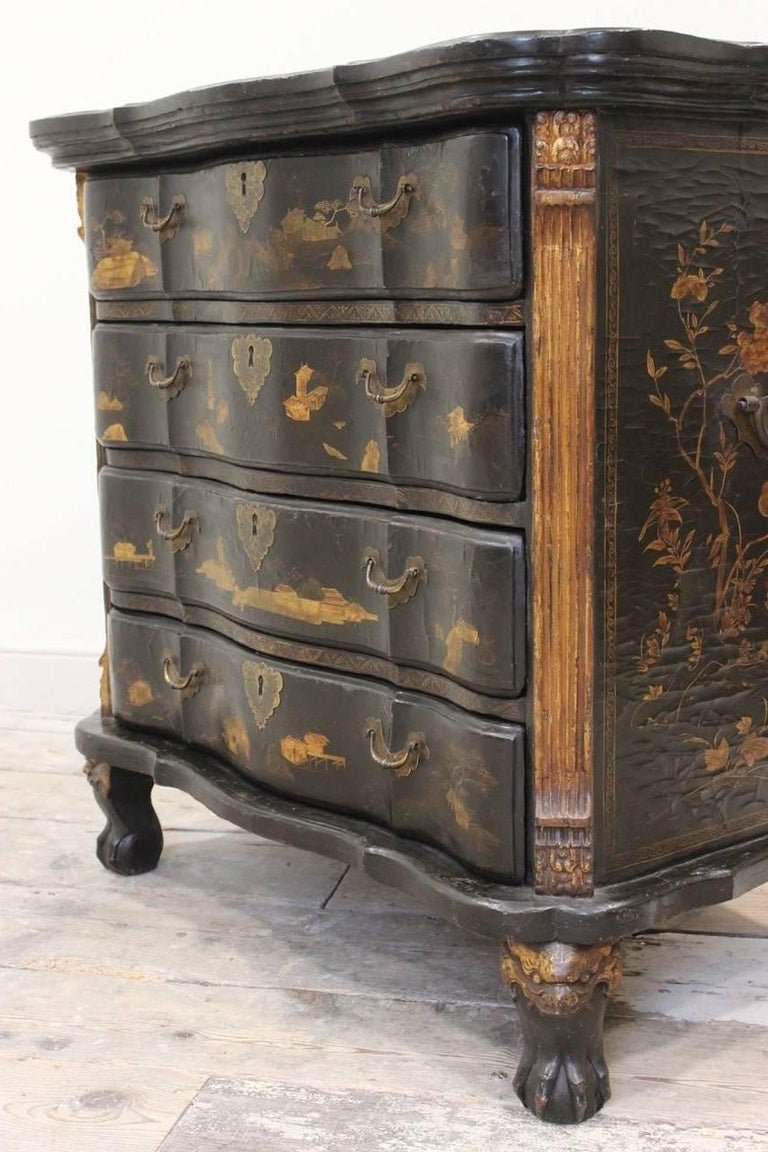 Rare Mid-18th Century Chinese-Export Serpentine Lacquer Commode For Sale 1