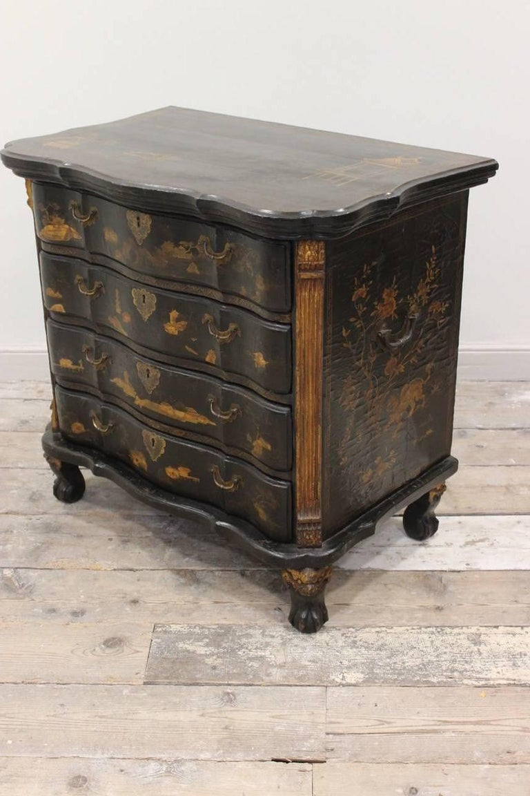 Rare Mid-18th Century Chinese-Export Serpentine Lacquer Commode For Sale 2