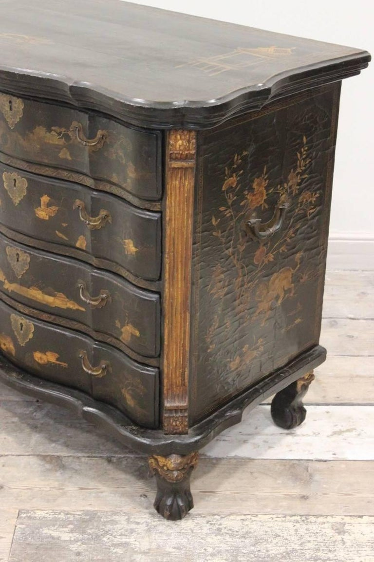 Rare Mid-18th Century Chinese-Export Serpentine Lacquer Commode For Sale 3