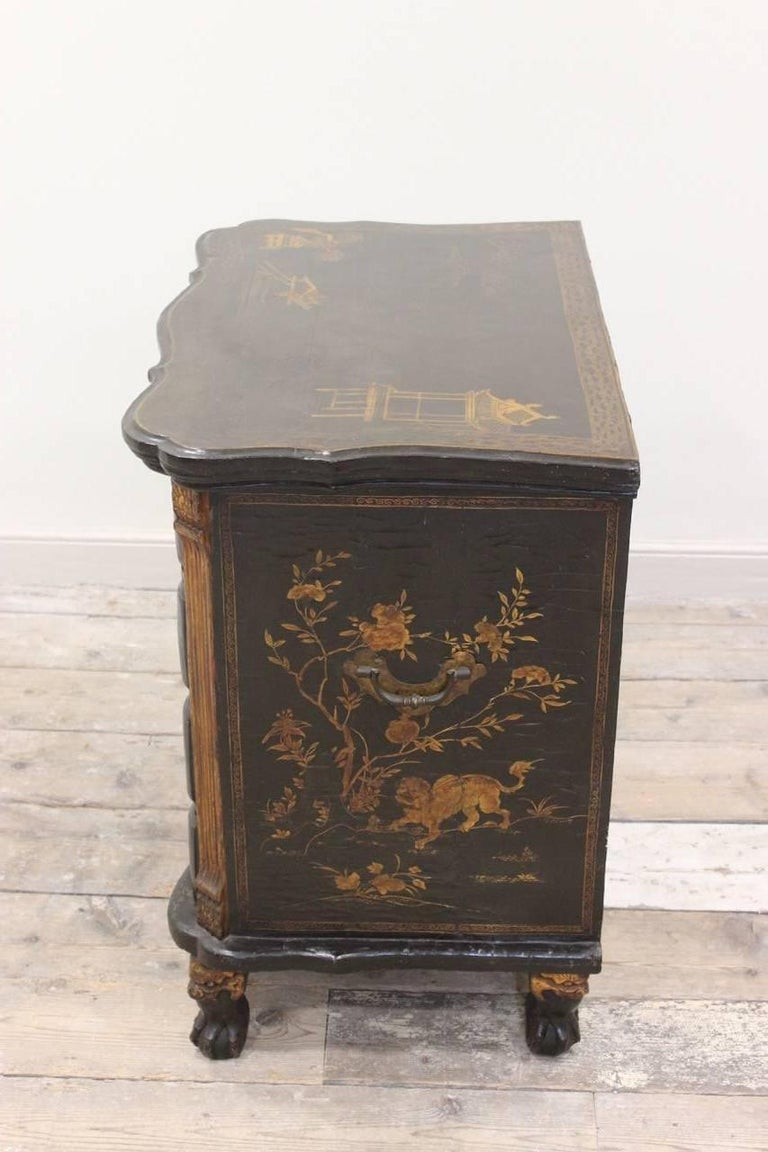 Rare Mid-18th Century Chinese-Export Serpentine Lacquer Commode For Sale 4