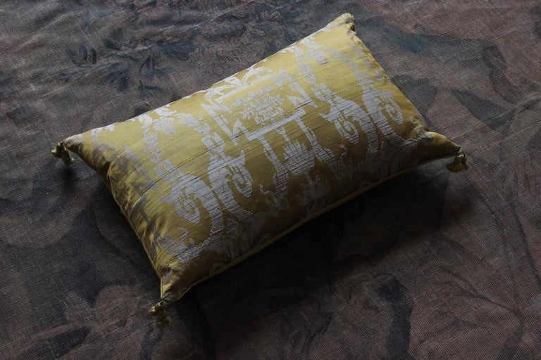 Fine 19th Century French Silk Damask Cushions For Sale 1