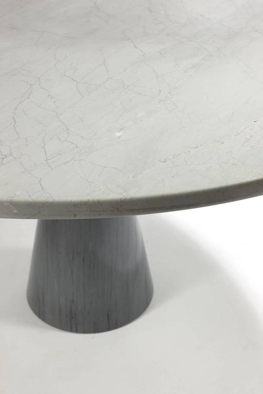 Circular table in grey-blue marble.