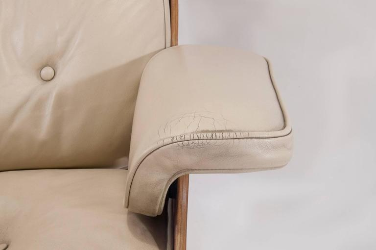 Herman Miller Lounge Chair with Ottoman, Produced by Mobilier International In Good Condition For Sale In Auribeau sur Siagne, FR