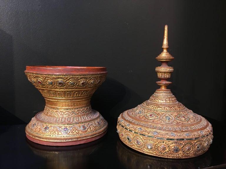 Mandalay Period Burmese Gilt Lacquer Offering Vessel, Hsun-Ok, circa 1900 In Fair Condition For Sale In Austin, TX