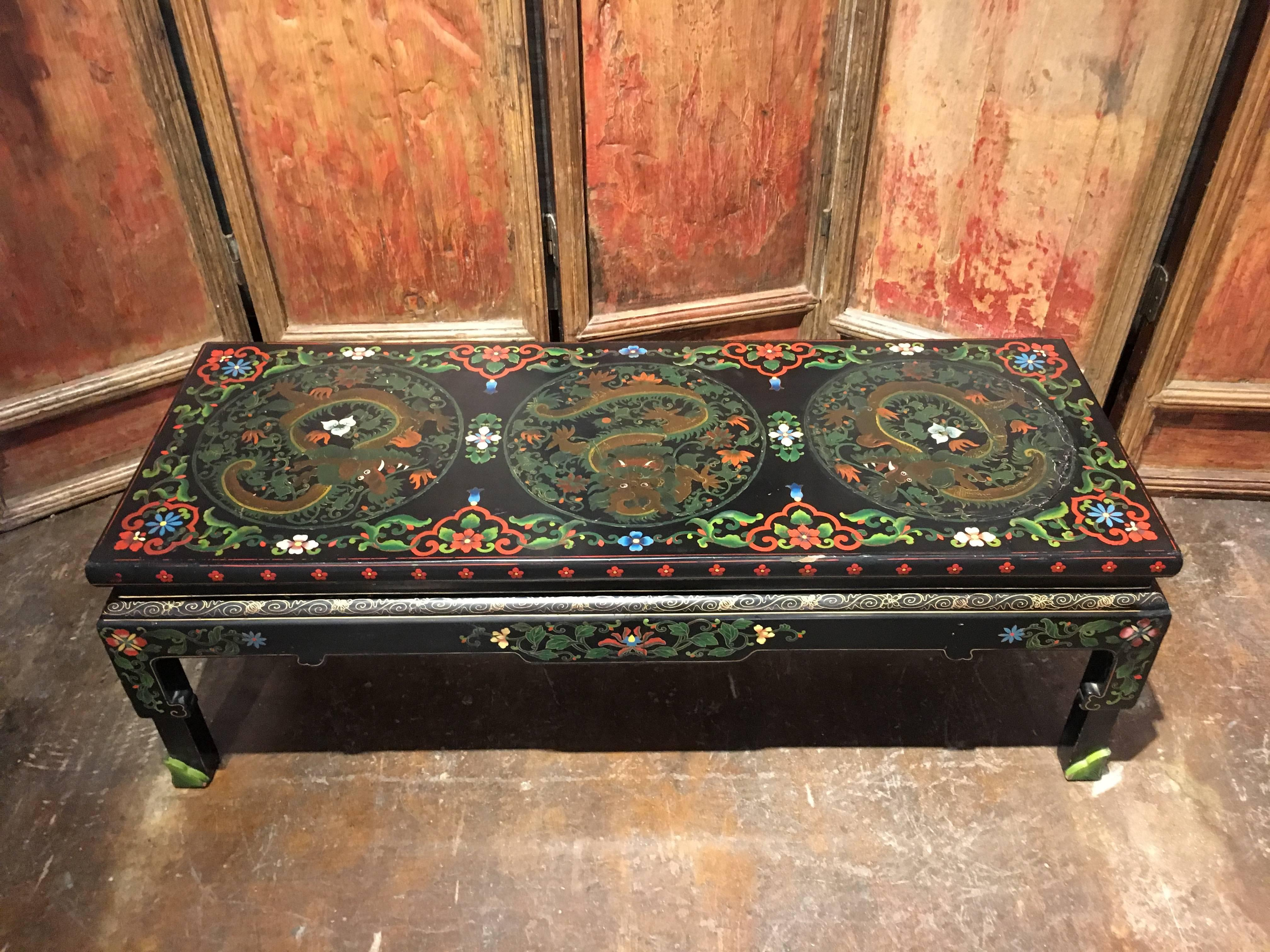 1950s Chinese Black Lacquer Painted Dragon Coffee Table Or Bench In  Distressed Condition For Sale In